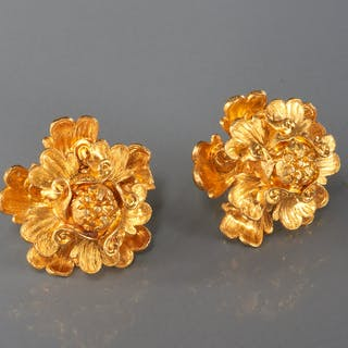 18k gold figural flower earrings