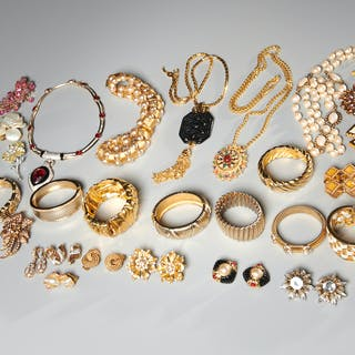 Group of assorted vintage costume jewelry