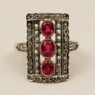 18K GOLD DIAMOND AND RUBY RING