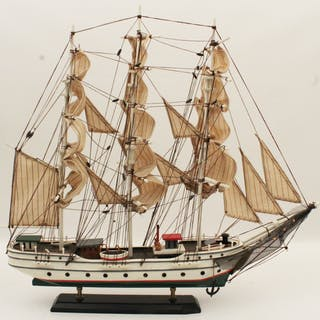 MODEL OF AN AMERICAN CLIPPER SHIP