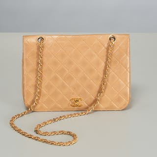 Chanel single flap quilted purse