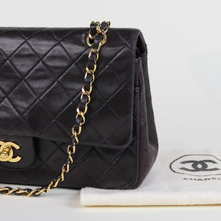 216c77ea77 Chanel bag – Auction – All auctions on Barnebys.com