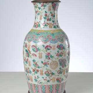 Nice Chinese Famille Rose porcelain vase lamp