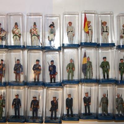 Colección de 30 soldados del Ejército Español en plomo pintado a mano
