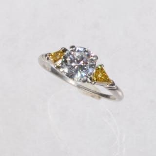 1.25 CT DIAMOND & PLATINUM RING