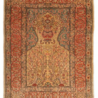 A Hereke prayer rug