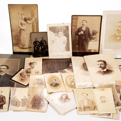 ASSORTED CARTES DE VISITE, CABINET CARDS, TINTYPE, AND PHOTOGRAPHS, LOT OF 38