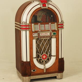 "WURLITZER 1015 MODEL ""THE BUBBLER"" JUKE BOX"