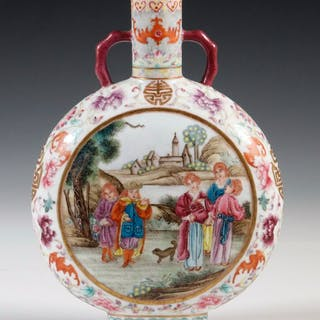 EARLY 20TH C. CHINESE PORCELAIN FLASK