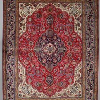 MATTA, persisk, Täbriz, 397 x 300 cm.