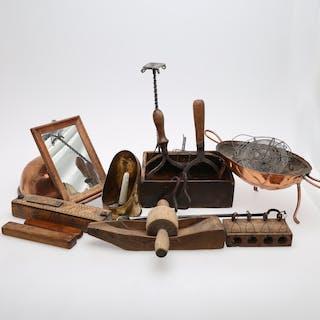 ALLMOGEFÖREMÅL I PARTI, 19 DELAR, pennskrin daterat 1824, trådarbeten