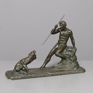 BRONSSKULPTUR, man med spjut mot lejon, signerad J. Faés, 1900-tal.