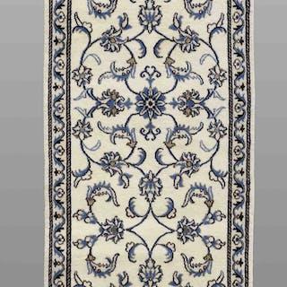 MATTA, persisk, gallerimodell, nain med silkesinslag, 392 x 75 cm.
