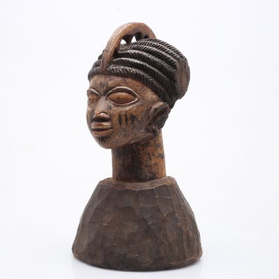 "HUVUDPRYDNAD ""Egungun"", Yoruba, Nigeria. 1900-tal."