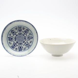SKÅLFAT, 2 st, porslin,  keramik, Kina, 1900-talet.