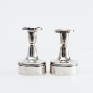 LJUSSTAKAR, ett par, silver, MGAB 1968.
