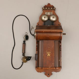 VÄGGTELEFON. LM Ericsson & Co, tidigt 1900-tal.