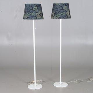 GOLVLAMPOR, 1 par, vitmålad metall, Luxus Nr. 333.
