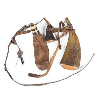 GEHÄNG, horn, trä samt läder, 17/1800-tal.