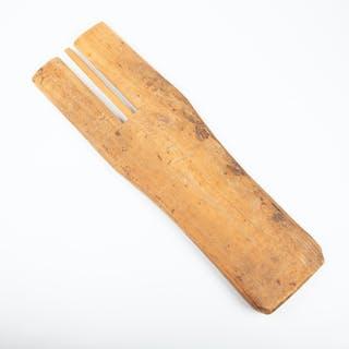 ALLMOGEREDSKAP, trä, daterad 1844.
