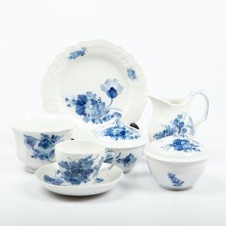 """KAFFESERVIS, 42 delar, """"Blå blomster"""", Royal Copenhagen."""