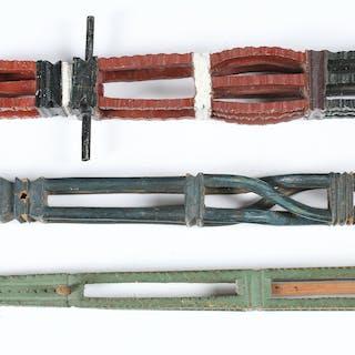 ROCKHUVUDEN, 3 st bemålat trä, allmoge, 17/1800-tal.