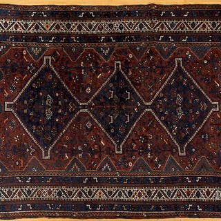 Semi-antique Shiraz carpet
