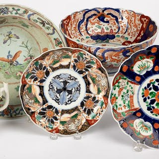 Five pieces of Chinese and Japanese export porcelain