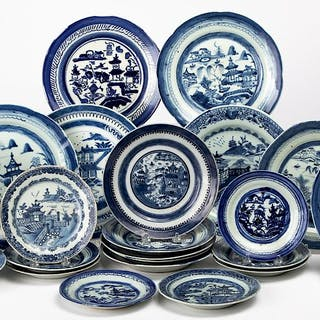 Chinese export porcelain blue and white