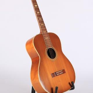 Levin. Akustisk guitar