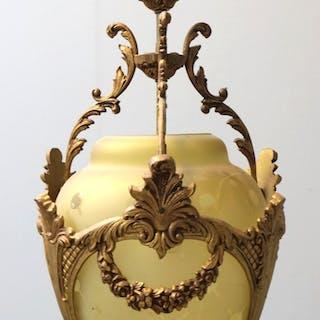 Ampel med stel af bronze og skærm af gult glas
