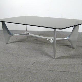 Couchtisch / coffee table der 1960/70er Jahre Alu/ Rauchglas wohl