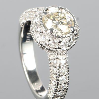Klassisk Halo Diamantring, 14 kt hvidguld, 2.00 ct