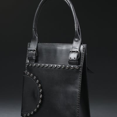 4f2246ffaf51 Yves Saint Laurent, taske i sort laklæder | Barnebys