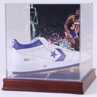 Magic Johnson Signed Throwback Converse Basketball Shoe with High – Current  sales – Barnebys.com 5397a776c