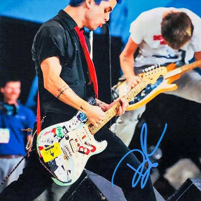 Billie Joe Armstrong Signed Green Day 11x14 Photo (PSA Hologram)