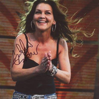 Gretchen Wilson Signed 8x10 Photo (PSA COA)
