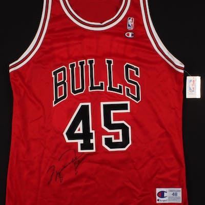 best cheap f73a9 a132d Michael Jordan Signed Chicago Bulls Jersey (PSA LOA) | Barnebys