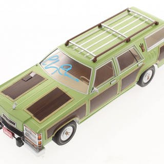 """Chevy Chase Signed """"National Lampoon's Vacation"""" 1:18 Scale Family"""