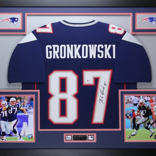 ca417ce85 Rob Gronkowski Signed Patriots 35