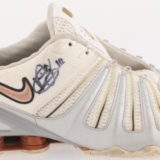Vince Young Signed Nike Shoe (Beckett Hologram)
