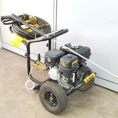 Dewalt Honda 3800 P S I Pressure Washer With Gun Hose Tips Barnebys