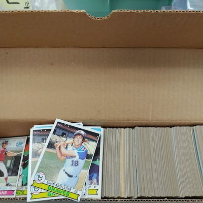 LOT OF 800 TOPPS 1979 BASBALL CARDS