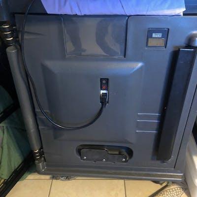 Cambro Insulated Food Carrier, Model 47631, CAM7000 | Barnebys