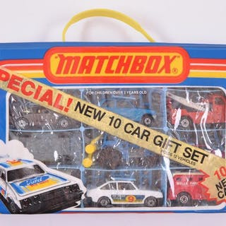 Matchbox 10 Car Gift Set with Collectors Case