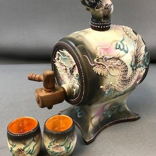 Vintage Dragonware Saki barrel/keg set