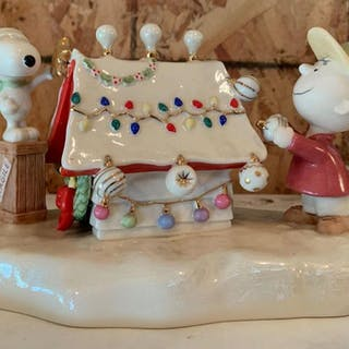 Lenox 2006 Peanuts Snoopys Christmas celebration porcelain figurine Music Box