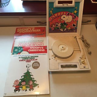 Peanuts Record Player and 5 Records