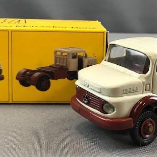 Supermini Cavalo Mecanico Mercedes Benz 1924A die cast truck in original box