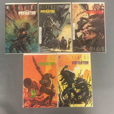 Group of 5 Dark Horse Comics Aliens vs Predators Comic Books